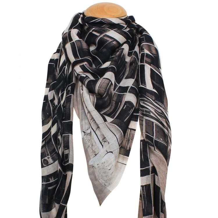 grids scarf neck
