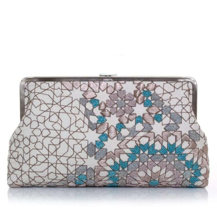 ARABESQUE-PASTEL-CLUTCH-ME-FRONT