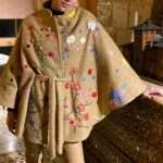 BLOOM BEIGE WOOL CAPE FRONT