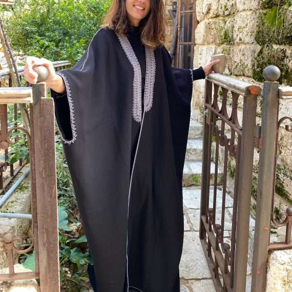 Jog-Abaya-Grey-on-Black-front