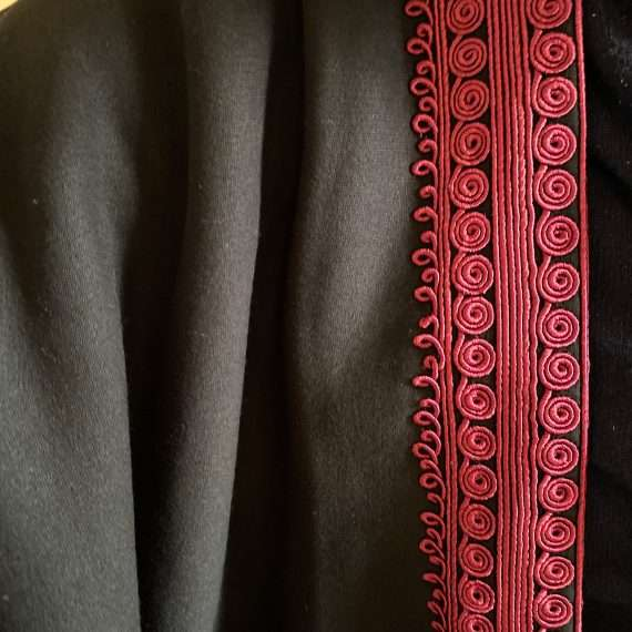Jog Abaya burgundy on Black Close Up