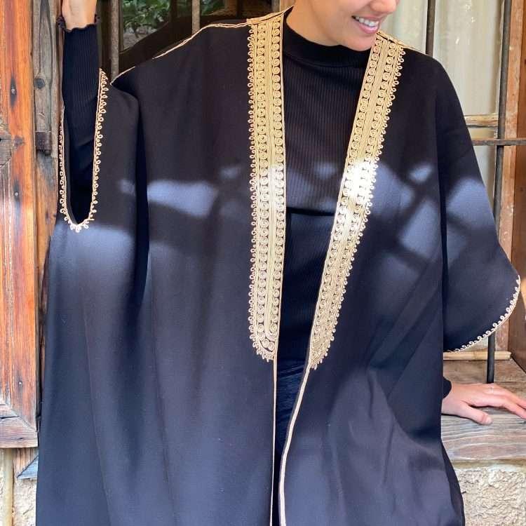 Jog Abaya gold on Black Close up